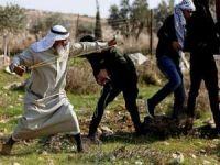 Siyonist askerler sapanıyla taş atmasıyla tanınan yaşlı Filistinli Arme'yi kaçırdı