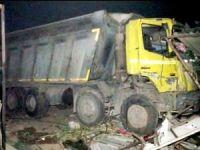 Hindistan'da kamyon göçmenleri ezdi: 15 ölü