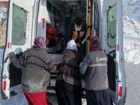 75 yaşındaki hasta kızakla ambulansa taşındı