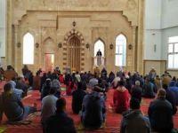 Gazze'deki camilerde Cuma Namazı kılınmaya başlandı