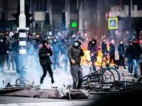 Hollanda'da sokağa çıkma yasağı protestoları genişliyor