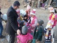 Kocaelili kadınların ördüğü kışlık giyecekler Bitlisli çocukları ısıttı