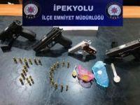 Van'da 4 adet tabanca ve uyuşturucu ele geçirildi