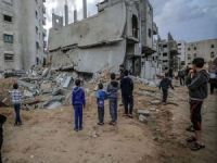 Siyonist işgal rejimi Kudüslü bir aileyi evlerini kendi elleriyle yıkmaya zorladı