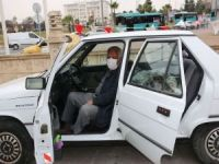 80 yaşındaki yaşlı adam bir yıldır otomobilin içerisinde yaşıyor
