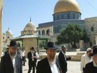 Siyonist yerleşimciler Mescid-i Aksa'ya baskın düzenledi