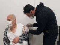 Sağlık çalışanları ve 70-75 yaş arası için ikinci doz aşılama başladı