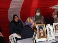 Evlat nöbetindeki aileler Gara'da katledilen 13 kişi için ağıt yakıyor