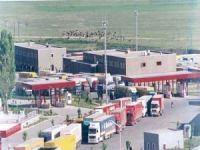 Tanker patlamaları nedeniyle kapatılan İran-Afganistan sınır kapısı yeniden açıldı