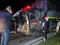 Tıra arkadan çarpan araçta bulunan 3 kişi öldü
