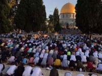 Filistinliler Miraç Kandili'ni Mescid-i Aksa'da ihya etti
