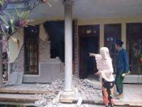 Endonezya'daki depremde 8 kişi öldü
