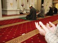 Cami cemaati camilerde teravihi kılamamanın hüznünü yaşadı