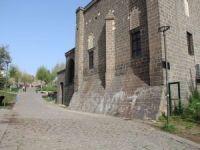 Tarihi Hazreti Süleyman Camii duvarına sıva ile zarar verildi