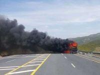 46 yolcunun bulunduğu otobüs alev aldı