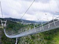 Portekiz'de dünyanın en uzun asma yaya köprüsü açıldı