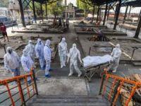Hindistan'da salgın sürecinde en yüksek günlük can kaybı yaşandı