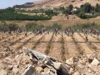 Sınırı geçen Ürdünlüleri Filistinliler kucaklayarak karşıladı