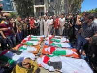 Filistinli şehidler uğurlanıyor