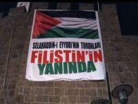 Filistin'e destek için Diyarbakır surlarına dev pankart asıldı