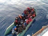 Türkiye kara sularına itilen 21 düzensiz göçmen kurtarıldı