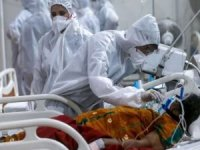 Hindistan'da azalma eğilimindeki Covid-19 vaka ve ölümlerde yeniden artış