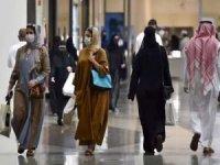 Suudi Arabistan'da Covid-19 aşısını yaptırmayanlar AVM'lere giremeyecek