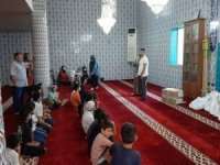 Camide Kur'an dersi alan öğrencilere çeşitli hediyeler verildi