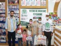 Umut Kervanı Siirt'te bayram öncesi 50 yetimi giydirdi