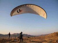 Yamaç paraşütçülerinin yeni durağı: Ayrancı Geçidi Tepesi