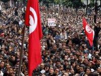 Tunus'ta halkın 10 yıllık kazanımı çalınıyor mu?