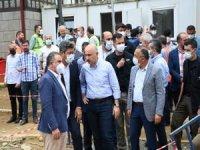 Bakan Karaismailoğlu, Rize Güneysu Merkez'de selden etkilenen yerlerde incelemelerde bulundu