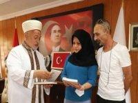 Gürcistan vatandaşı Nino Miladze İslam'ı seçti
