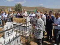 HÜDA PAR Genel Başkanı Yapıcıoğlu Karlıova şehidlerini ziyaret etti