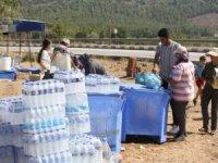 Mersin'de orman yangınında halk ekiplere yardımcı oluyor