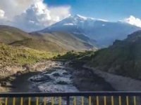 Ağrı Dağı'ndan eriyen buzullar yerleşim birimlerini tehdit ediyor