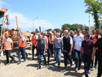 Bakan Karaismailoğlu, Çatalzeytin'de yapımı biten geçici köprüde incelemelerde bulundu.