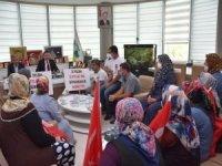 Evlat nöbetindeki ailelerden Bağlar Belediye Başkanı Beyoğlu'na ziyaret