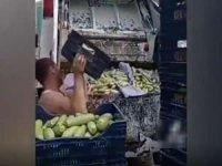 Hal esnafının onlarca kasa kabağı çöp kamyonuna atması tepki çekti