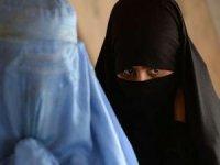 İngiliz askerleri Afganistan'dan çarşaf giyerek kaçmış