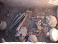 Ergani Çayönü Höyüğü'nde, 5 bin yıllık sandık tipi mezar bulundu