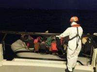 İzmir ve Balıkesir açıklarında 59 düzensiz göçmen kurtarıldı