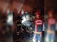 Şanlıurfa'da park halindeki 2 otomobil kundaklandı