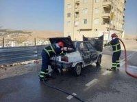 Şanlıurfa'da seyir halindeki otomobil alev alev yandı