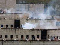 Cezaevinde çeteler çatıştı: 24 ölü