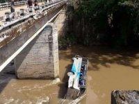 Hindistan'da otobüs nehre düştü: 6 ölü 16 yaralı