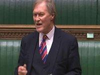 Bıçaklı saldırıya uğrayan İngiliz milletvekili hayatını kaybetti