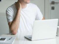 Yoğun telefon ve bilgisayar kullanımı fıtıklara neden oluyor