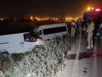 Panelvan ile minibüs çarpıştı: 10 yaralı
