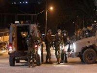 İşgalci siyonistler 2 Filistinliyi yaraladı, 3'ünü alıkoydu